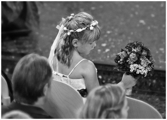 Blumenkind, kirchliche Trauung, Bremen, einzigartige Momente, Blumenkind