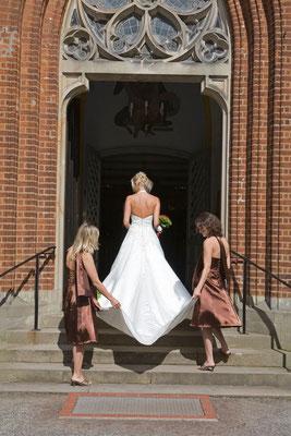 Braut, Trauzeugin, Kirche, Hochzeitsfotografie, Bremen