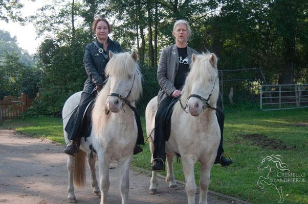 Oktober 2015 - Das gesamte Team von Cremello-Islandpferde beim Sonntagsausritt. Foto Sabine Kraft