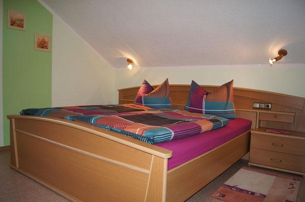 Schlafzimmer zwei der Ferienwohnung 2