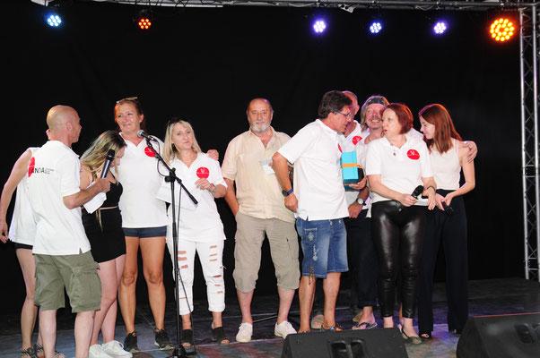 """Wir, vom Verein VIVANOVA singen """"Über sieben Brücken mußt du gehn"""" , eines der schönsten Lieder um Hoffnung zu geben!"""