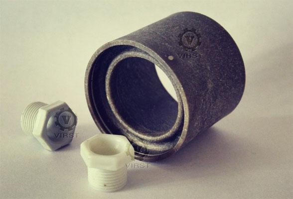 """Муфта и гайка для бытового электронасоса """"Малыш"""". Пресс-формы выполнены на нашем предприятии.  Срок изготовления 2,5 месяца. Материал гайки - трубный полиэтилен. Материал муфты - стеклонаполненный полиамид."""