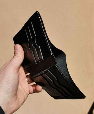 portafogli verticale in cuoio nero