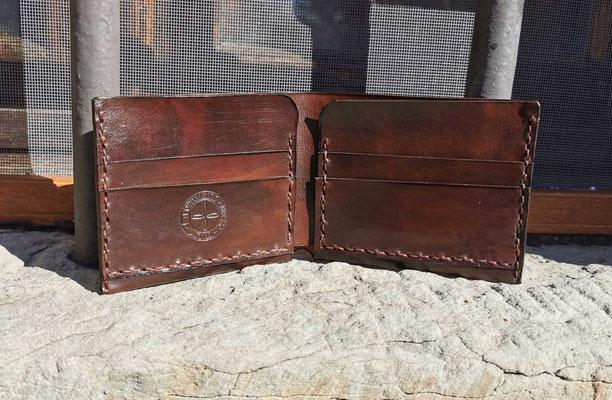 portafoglio in cuoio fatto a mano