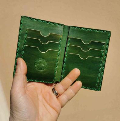 portafogli verticale in cuoio verde