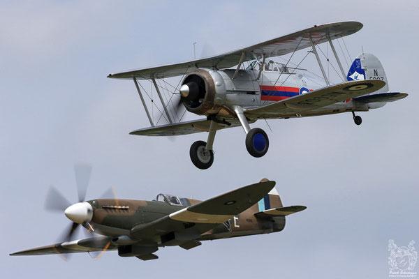 Gloster Gladiator Mk2  & Supermarine 389 Spitfire PR19