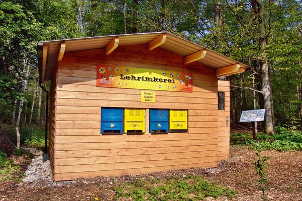 Lehrimkerei in den Slamener Kuthen - Foto: Harald Peschel / NABU Spremberg