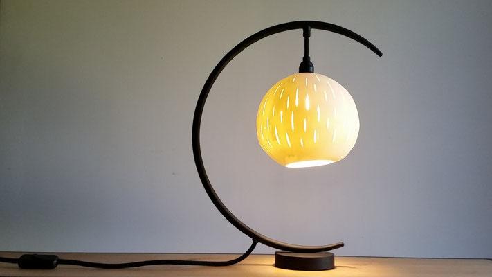 lampe globe suspendu, globe en porcelaine créé par Stéphanie Dastugue