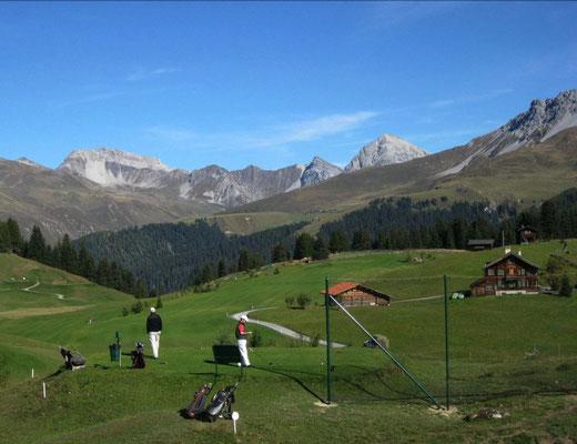 Golfferien Schweiz - Arosa ist einmalig. 1800m = Golfen und Lunge reinigen zugleich! Spass für die ganze Familie, neu mit Bärenpark!
