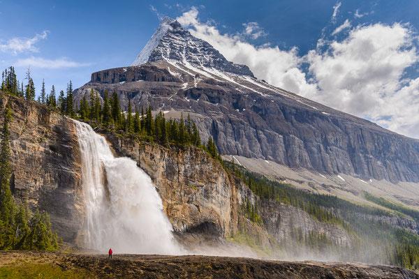 Emperor falls mit Blick auf Mount Robson