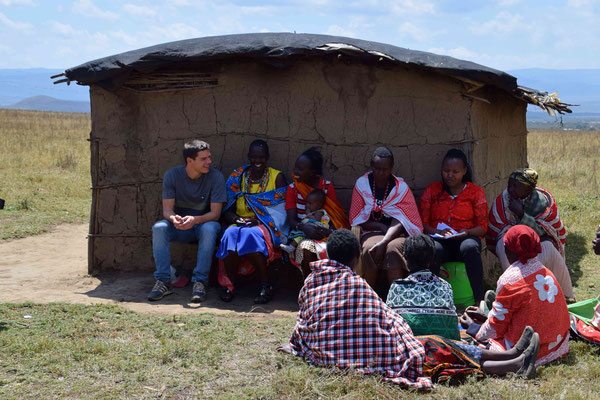 Becoming part of the group - even without understanding a word (Maa, the language of the Maasai wasn't taught in the Swahili classes).