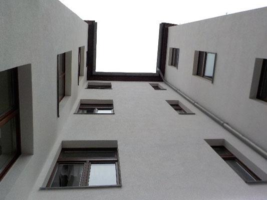 Mehrfamilienhaus mit Außen- und Innenputz