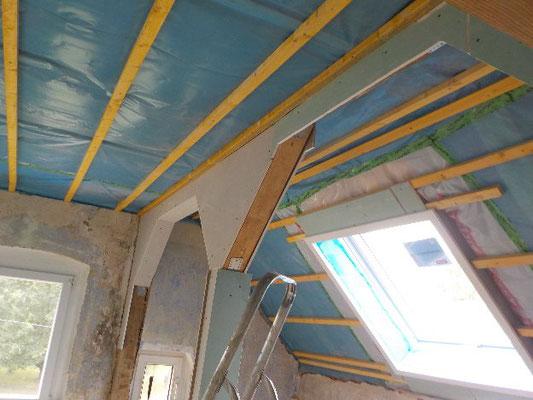 Dachgeschossausbau mit Trockenbau und Dämmarbeiten
