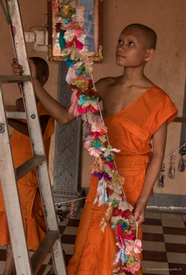 Novizen in einer Pagode bei Siem Reap