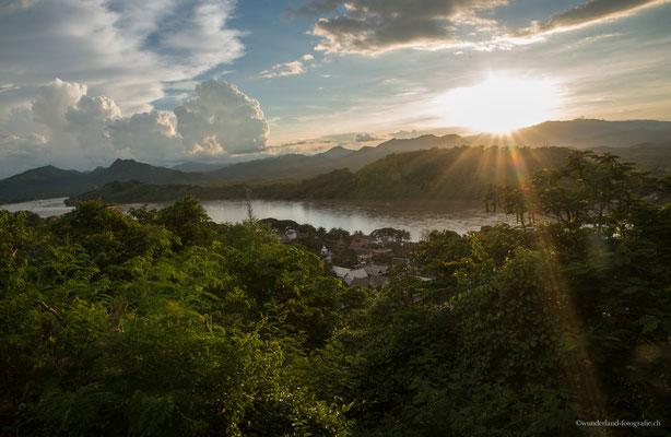 Sonnenuntergang vom Phu Si aus.