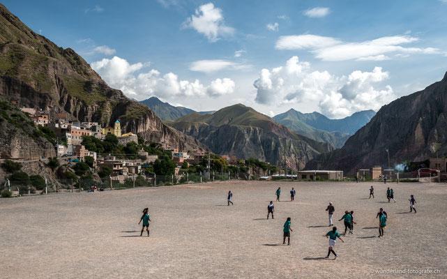 Einen Fussballplatz gibt es in jedem Dorf, auch auf 3000 Meter ü.M.