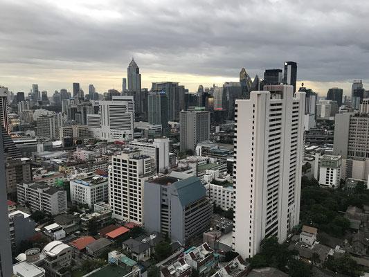 Blick auf die Stadt von der Rooftop-Bar Above Eleven