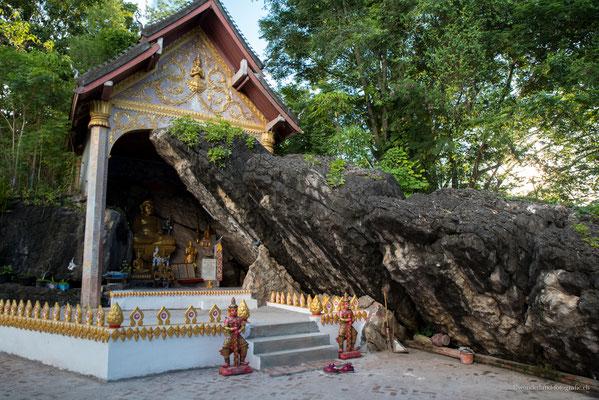 Tempel auf dem Weg zum Puh Si (kleiner Berg in Luang Prabang).