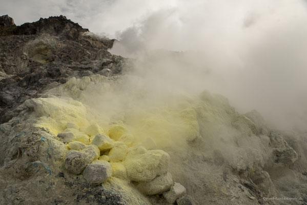Sulfur auf dem Mt. Sibayak