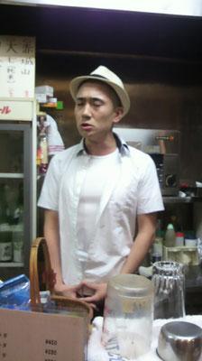ものまね中の菊六さん