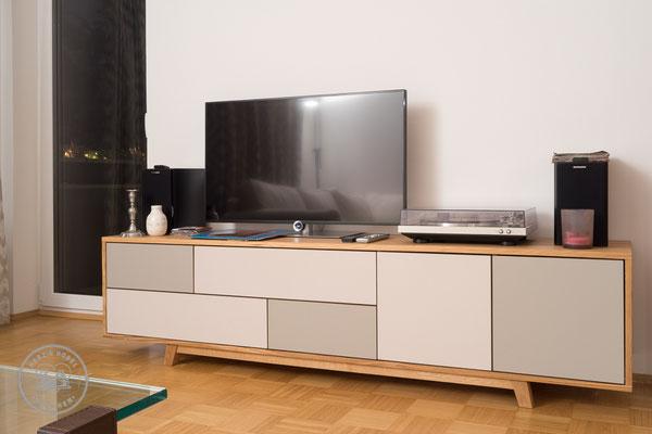 HIFI-Board |Eiche massiv & Forbo Desktop Linoleum | Herz & Hobel | Schreinerei München