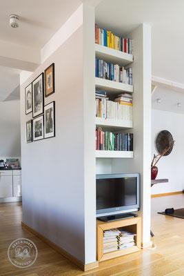 Wohnzimmer | Bücherregal | Lack weiß | Herz & Hobel | Schreinerei München