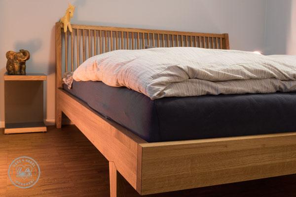 Bett | Nachtkästchen | Eiche massiv | Oberfläche geölt | Herz & Hobel | Schreinerei München