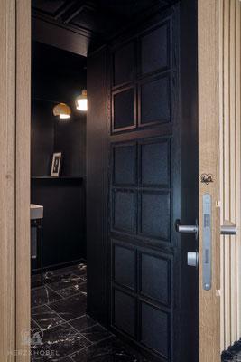 Eingangsbereich | Durchgang mit gepolsterter Wand- und Deckenvertäfelung | Herz & Hobel | Schreinerei München
