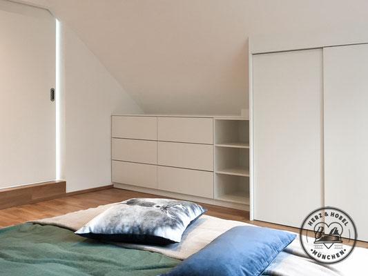 Mansardenschrank als Wäschekommode | MDF Lack | Herz & Hobel | Schreinerei München