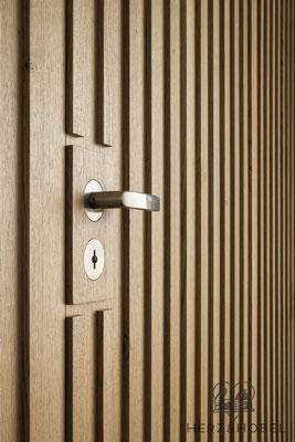 Eingangsbereich | Tür mit bündig eingelassenen FSB Beschlägen | Herz & Hobel | Schreinerei München