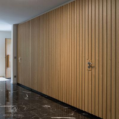 Eingangsbereich | Sprossenfront Eiche  | Herz & Hobel | Schreinerei München