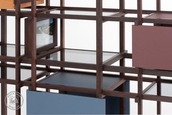 Raumteiler | Glasböden (Rauchglas), Bilderrahmen auf Stahlführungen gelagert