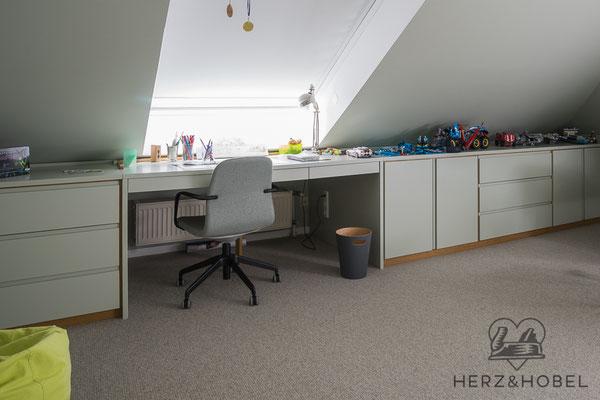 Kinderzimmer | Sideboard | Schreibtisch | Lack Farrow & Ball | Herz & Hobel | Schreinerei München