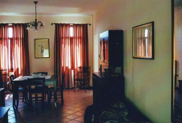 App.6, Wohnraum mit Esstisch und Küchenzeile