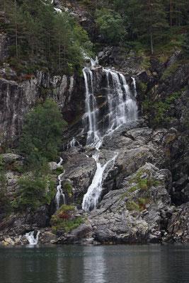 schöne Wasserfälle im Lysefjord