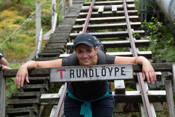 Wir bleiben in Flørli und wagen den Aufstieg über 4444 Holztreppen hinauf zum Ternevatnet Stausee (Wasserkraftwerk)