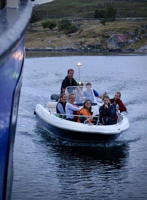 wir werden von Einheimischen zur Zephyr zurückgebracht - wollen sie nur sichergehen, dass wir wirklich weg sind ;-)? Nein, sie sind einfach supernett die Norweger!