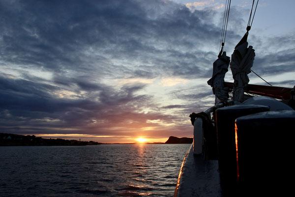Sonnenuntergang vor Mosterøy - hier ankern wir für die Nacht