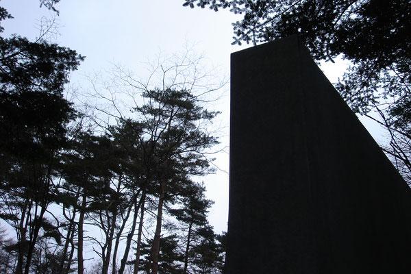 R型の門を夕方に撮影
