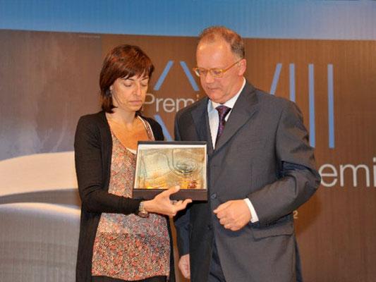 L' Avv.to Comelli a nome della Fondazione CRUP premia la giornalista Fiorenza Sarzanini