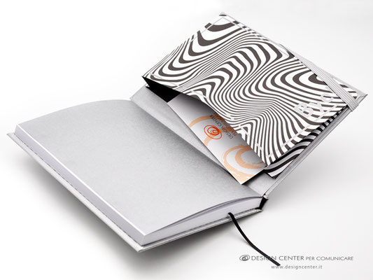 NO_22b  -  Taccuino con evidenziata la tasca personalizzata