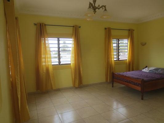 Wohn/Schlafzimmer noch Ohne Sessel und Salontisch.