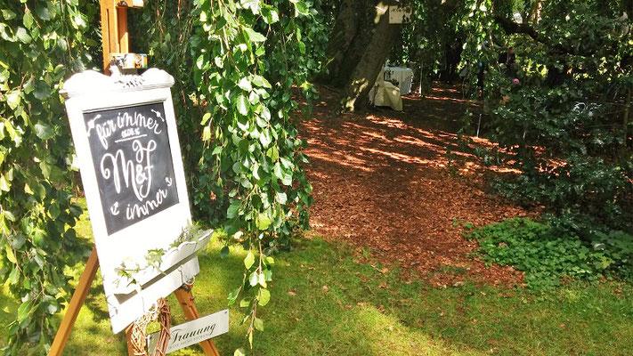 Bild: Hochzeitstafel im Gerisch Park, Neumünster mit A.M.G-Freie Rednerin