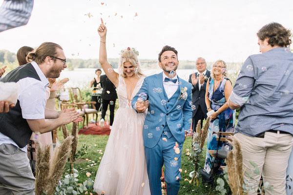 Brautpaar beim Auszug; Foto: Fabijan Vuksic