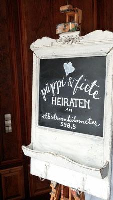 Bild: Hochzeitstafel von AMG-FREIE REDNERIN im Zollenspieker Fährhaus