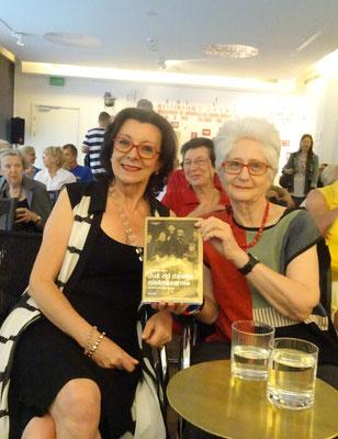 """Jola Wolski, Journalistin, und Claudia Erdheim in Warschau bei der Präsentation der polnischen Übersetzung von """"Längst nicht mehr koscher"""", 2017"""