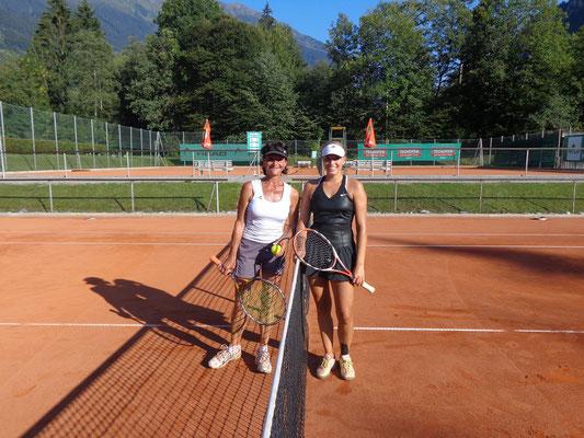 Vereinsmeisterin Fabienne Rippl (rechts) und Ilse Wörz