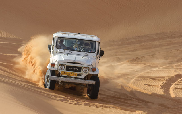 Driving in the dunes / Libya