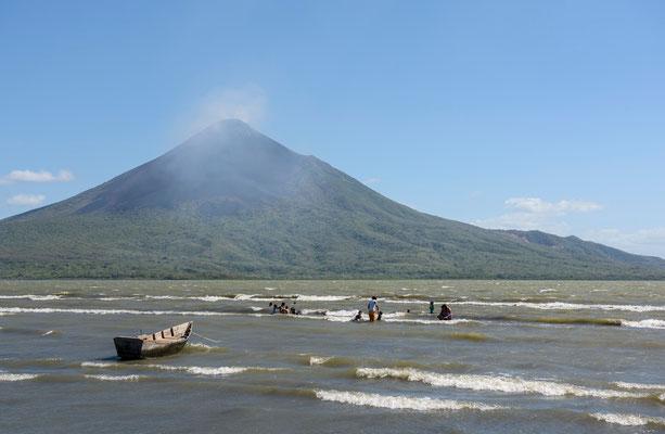 Lago Xolotlan - Volcano Momotombo