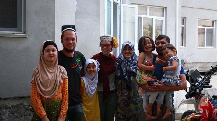 Tajikische Nachhochzeitsfeier lässt uns die Sorge der letzten Tage vergessen